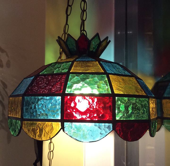 stained glass hanging lamp the curious peddler. Black Bedroom Furniture Sets. Home Design Ideas