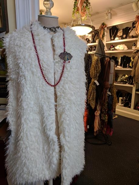 hooded fur vest without pockets